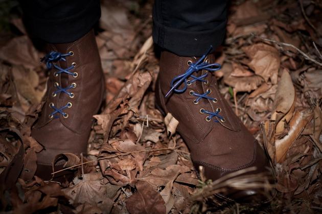 mavericks shoe wearing foot