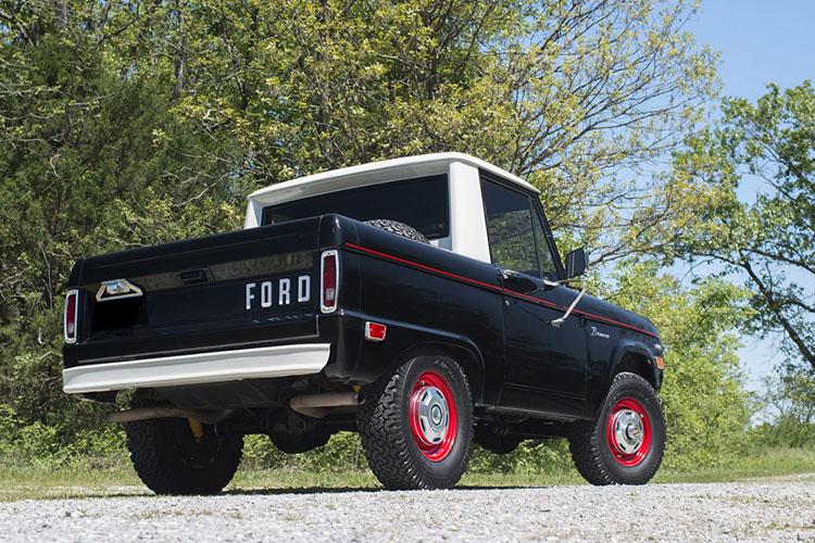 rear of ford bronco u14