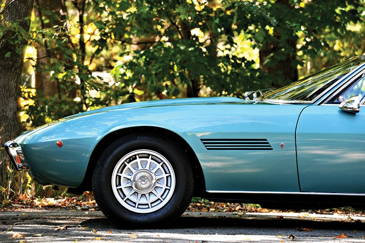 wheel of maserati ghibli