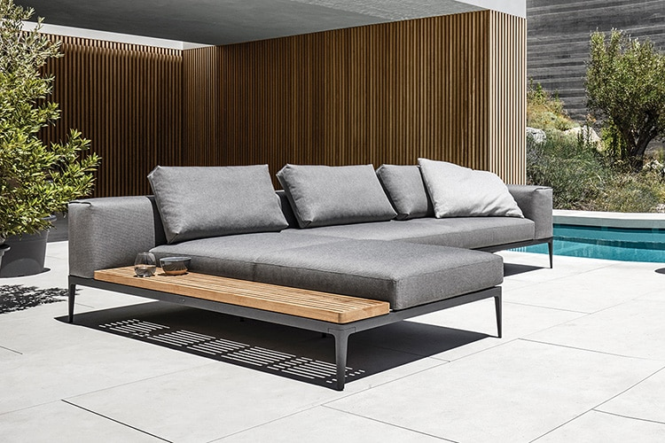 A modular grid sofa for all occasions and layouts man of for Sofas ocasion