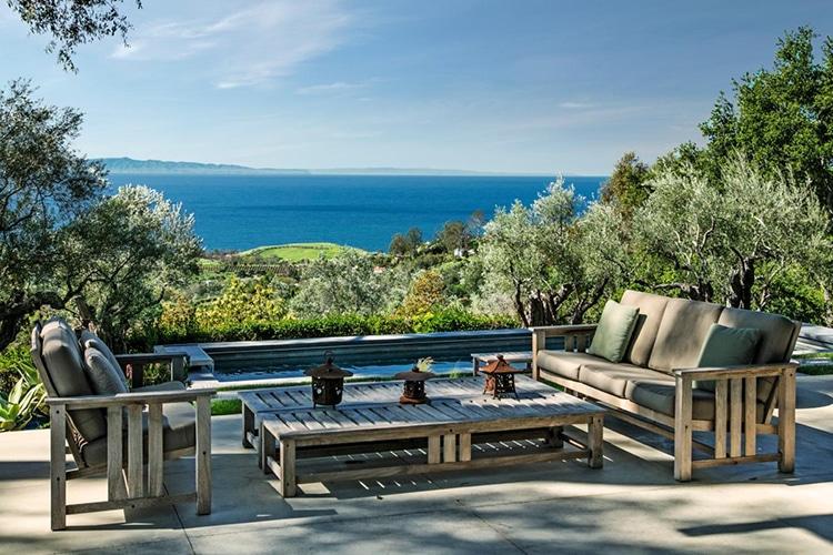 seaside view from natalie portman house yard