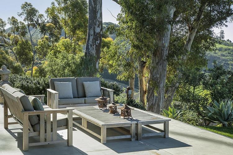 natalie portman house sofa tea table on yard