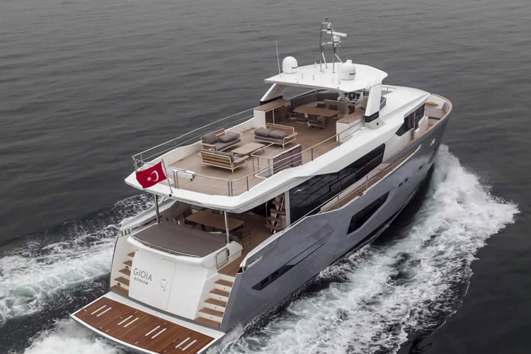 numarine 26xp high speed expedition yacht look
