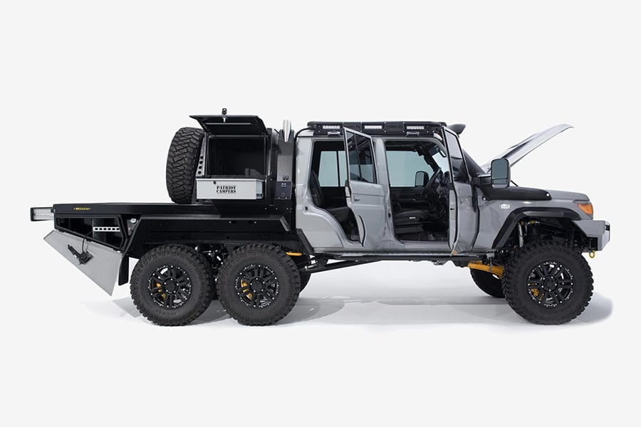side view megatourer vehicle