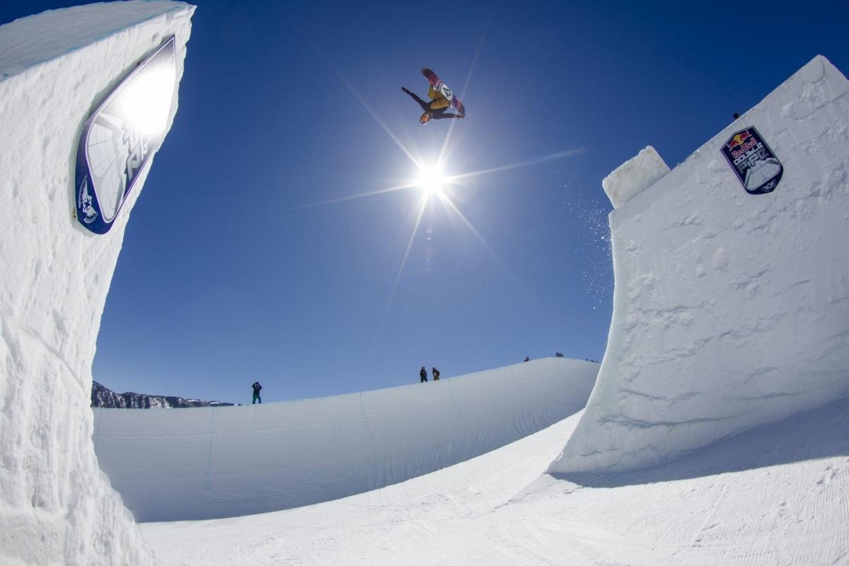 pro snowboarder scotty james