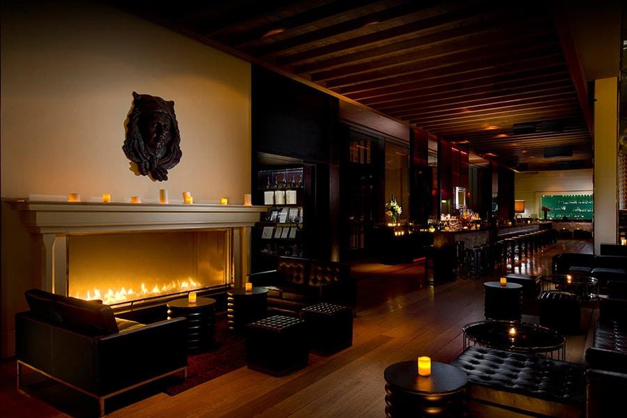 zeta bar candle light night