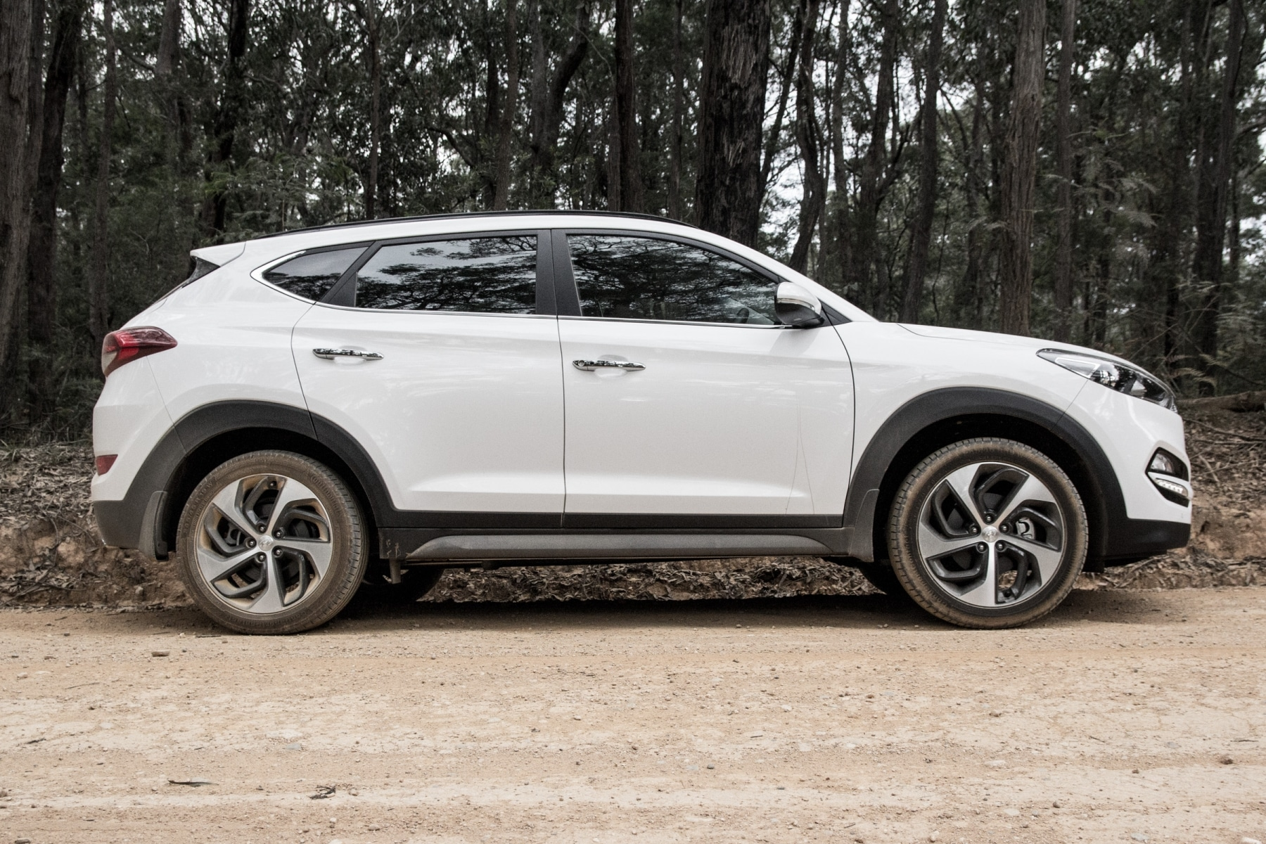 side view of hyundai tucson suv