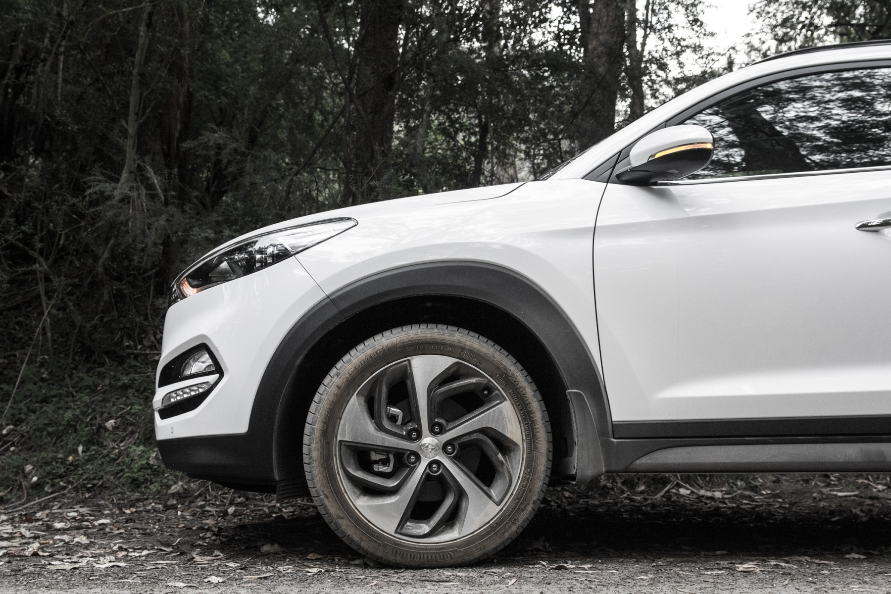wheel of hyundai tucson suv