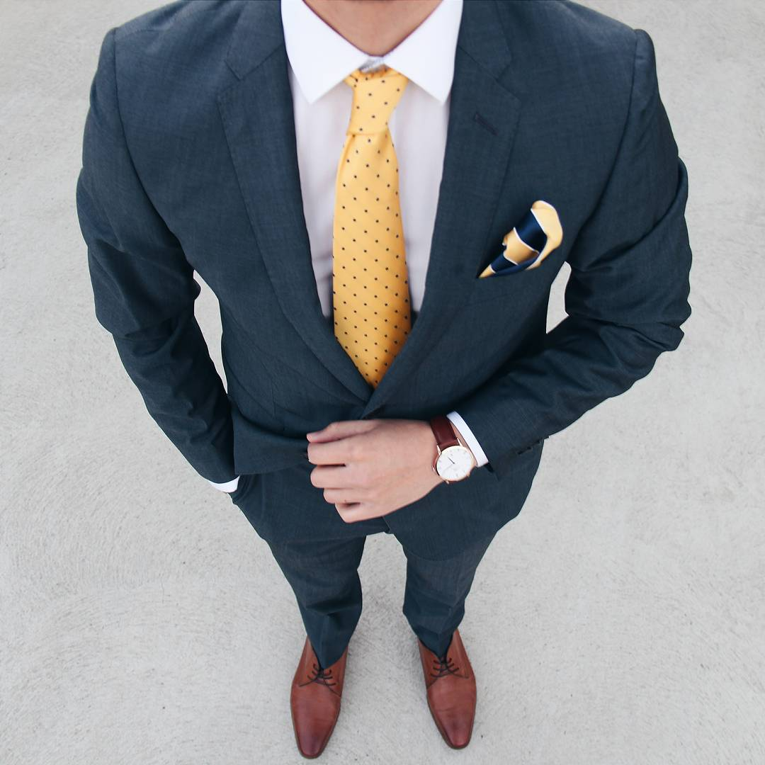 men wear navy colour suit