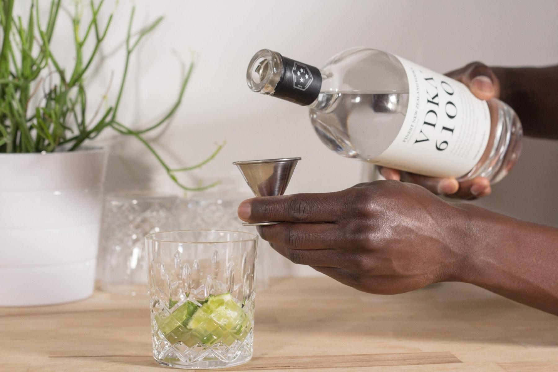 pour vodka in mix