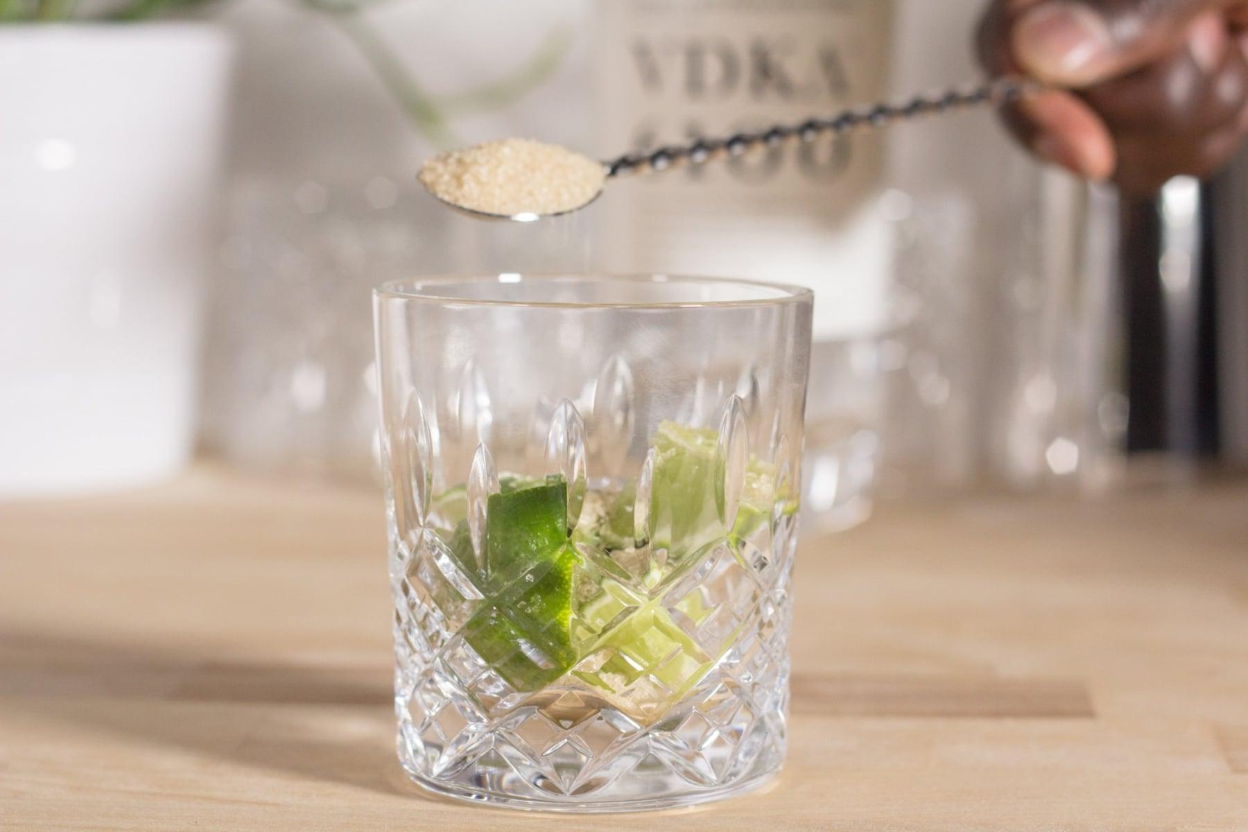 making caipiroska recipe in glass
