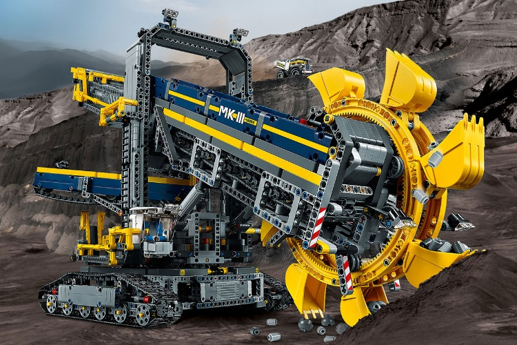 this colossal excavator is the biggest lego technic set yet man of many. Black Bedroom Furniture Sets. Home Design Ideas