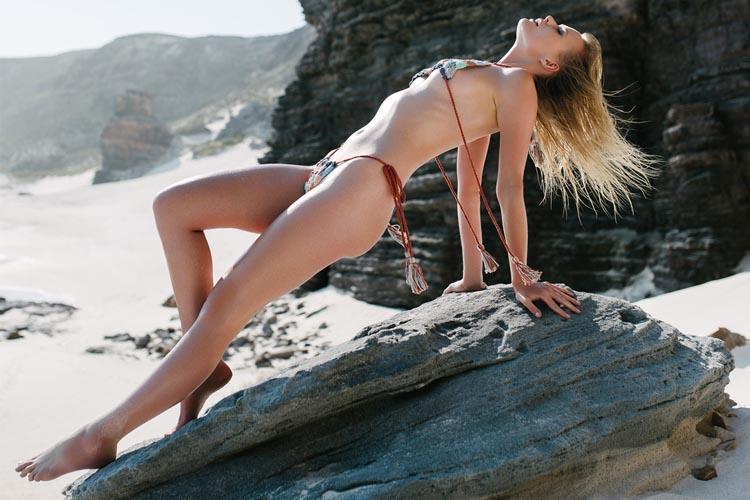 yume japanese site bikini model photographing on rock