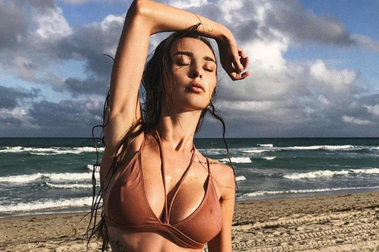 arsenic high quality bikini photo on sand