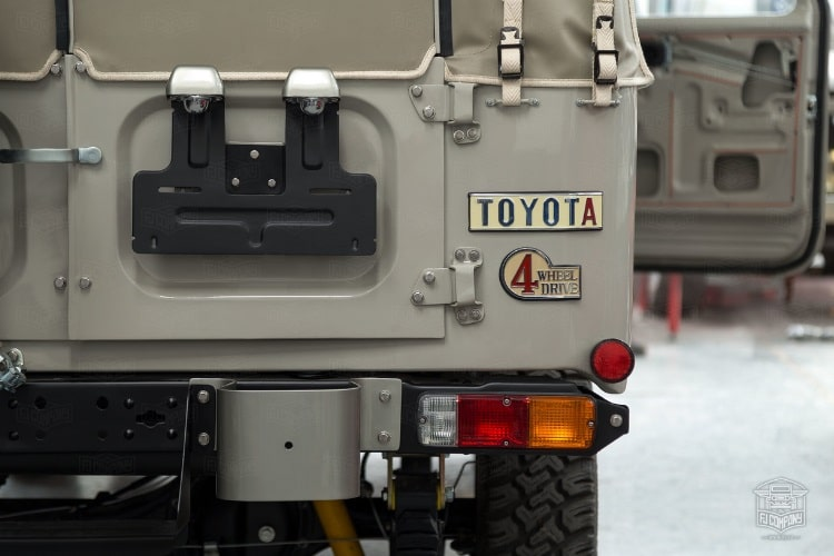 toyota fj45 back side view with indicator