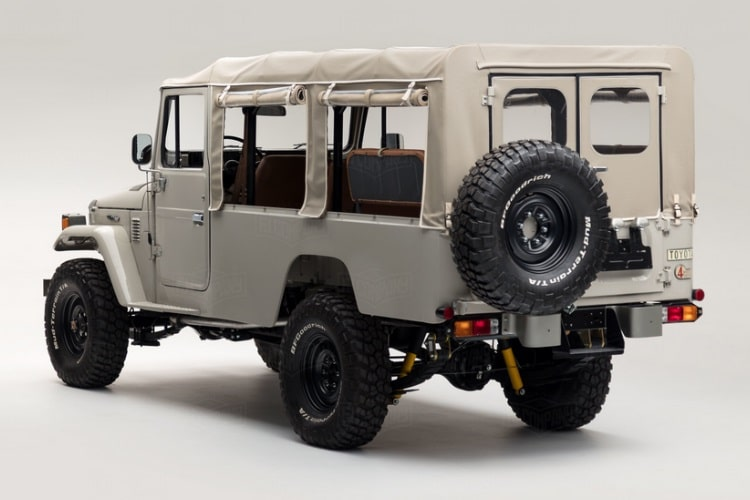 toyota land cruiser outside view