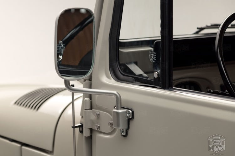 toyota land cruiser looking glass
