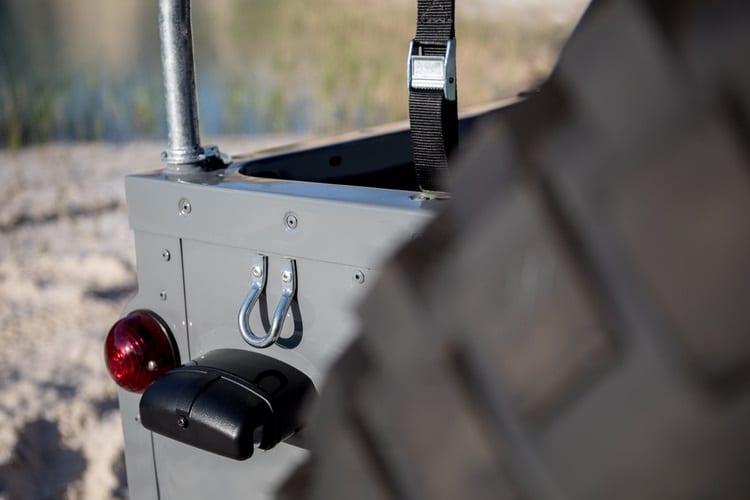 cool and vintage defender 90 seat belt