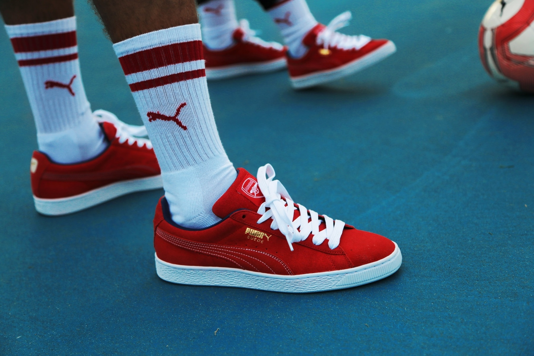 arsenal puma sneakers