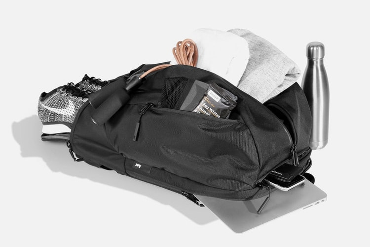 aer duffel multiple internal pockets all accessories