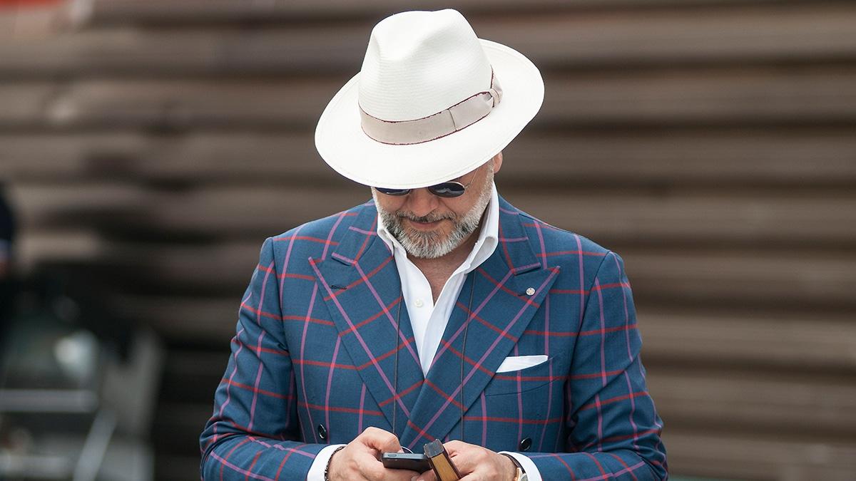 men wear white hat