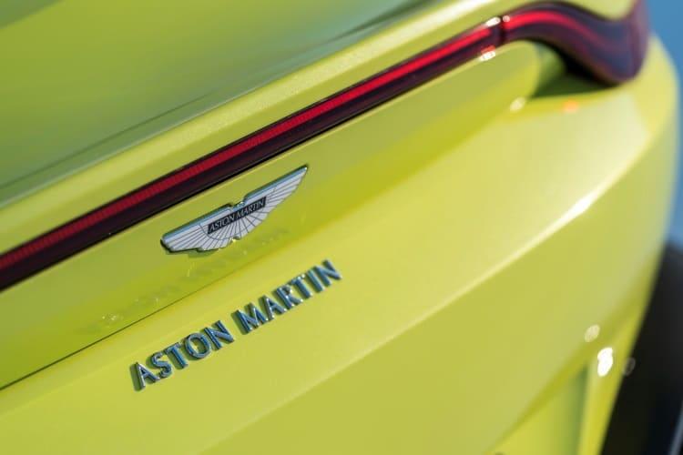 aston martin vantage car logo