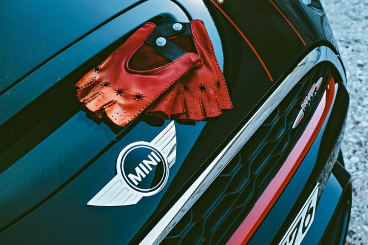 outlierman launched bespoke driving gloves