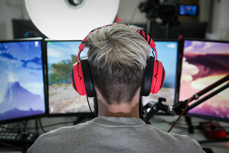 pewdiepie razer kraken pro v2 gaming headset