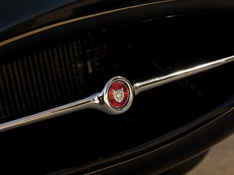 jaguar e-type car logo