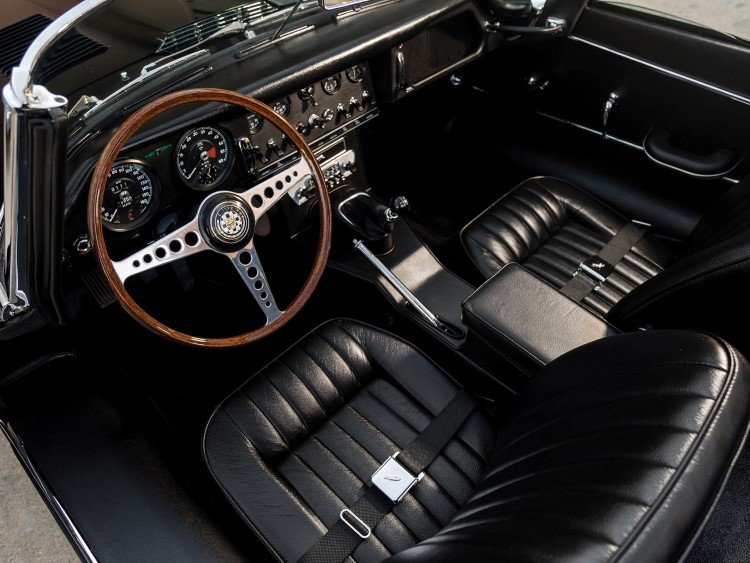 jaguar e-type car seats and steering