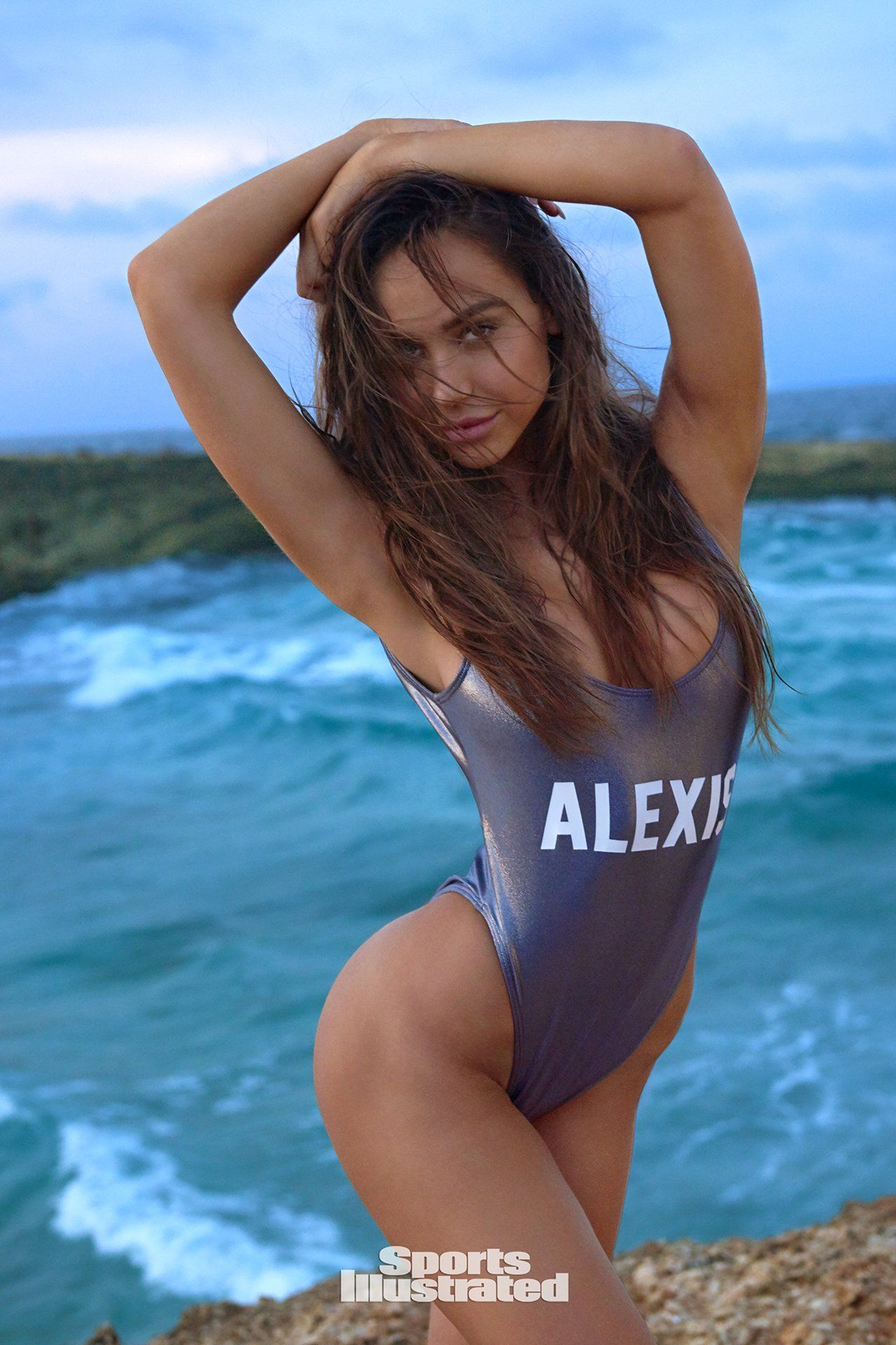 one piece stylish picture of alexis ren