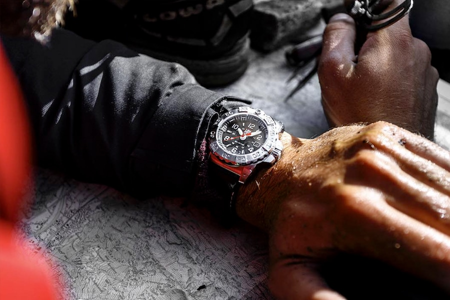 wearing top tactical elite watch