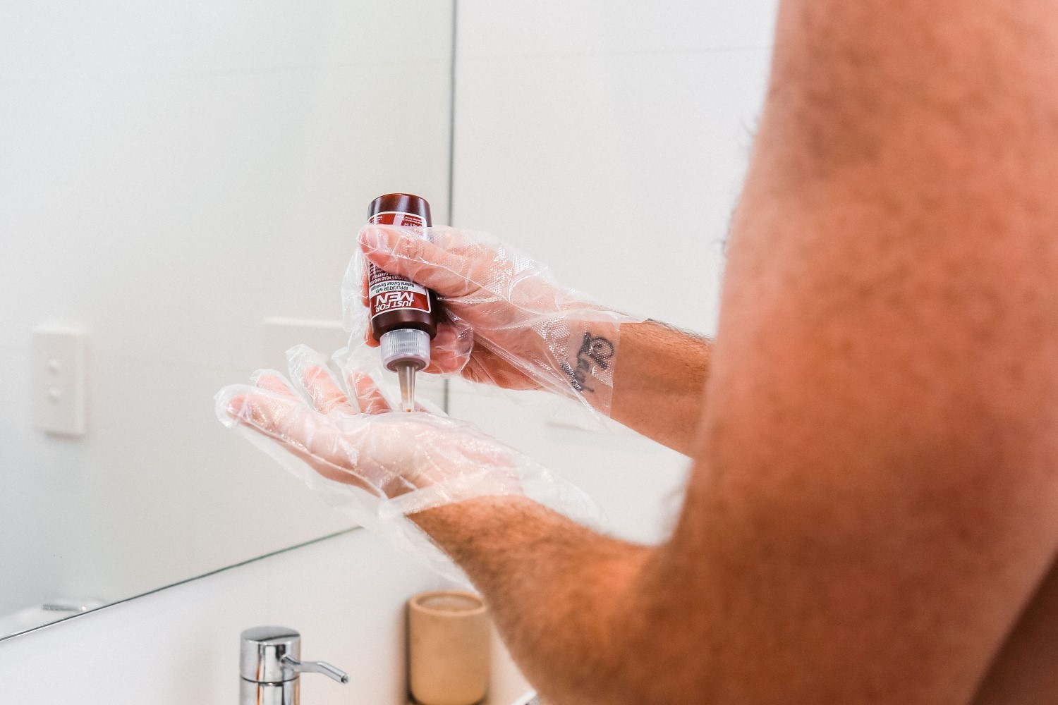 men use hair colour of hand
