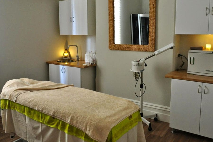 massage room with bed