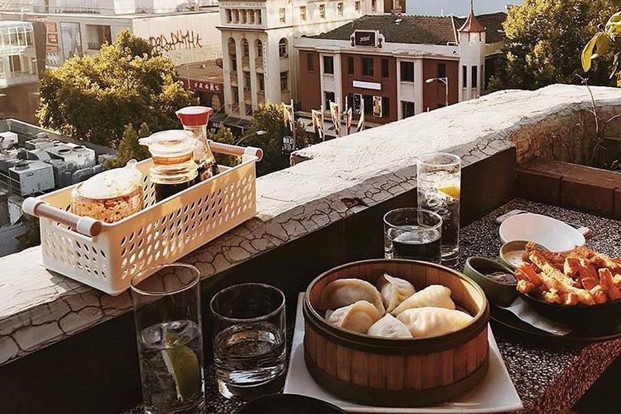 goldilocks rooftop overlooking melbourne bar