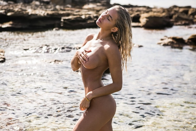 madi edwards without dress in the beach