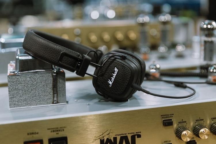 major iii bluetooth headphones side view