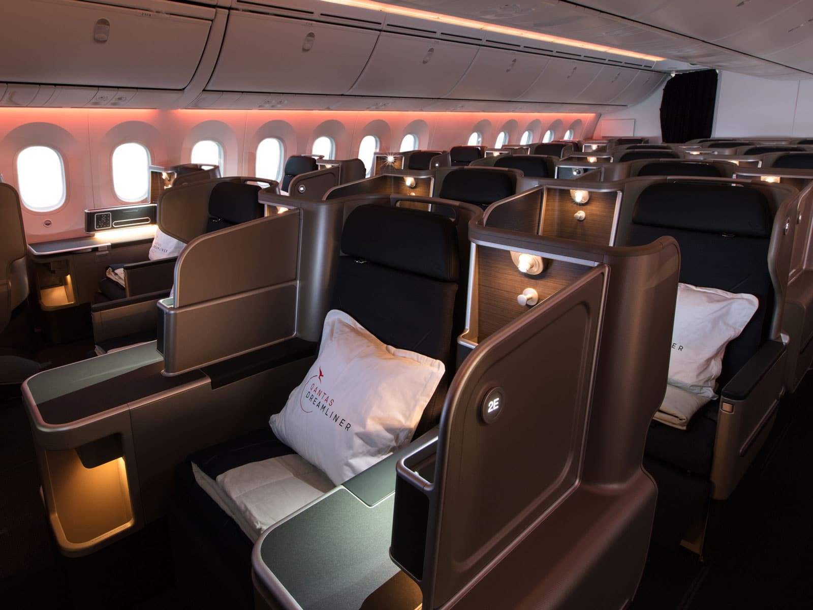 qantas 787 dreamliner business class seats side