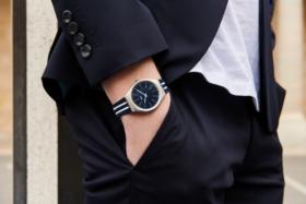 swatch skin series masculine watch hand