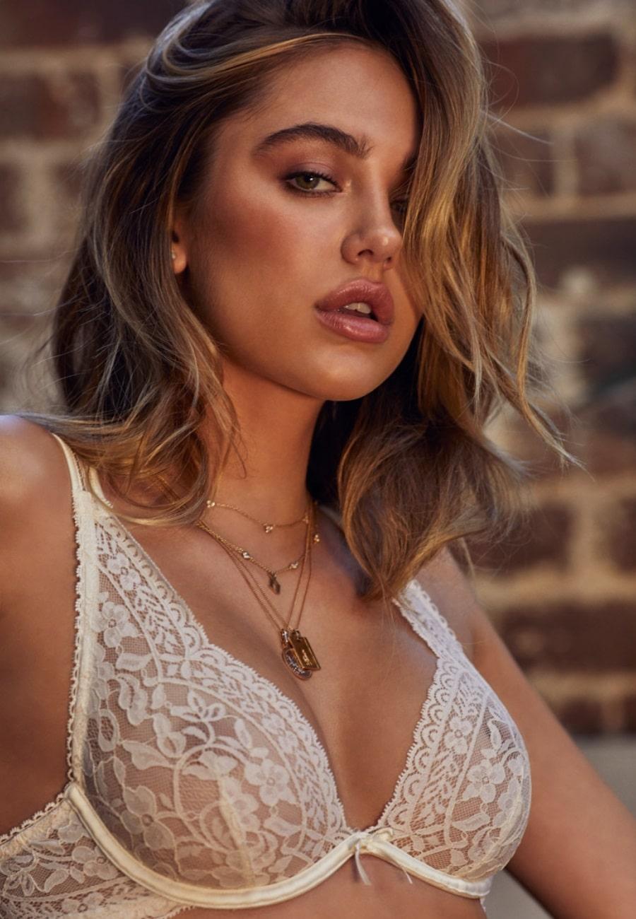delilah belle white bra