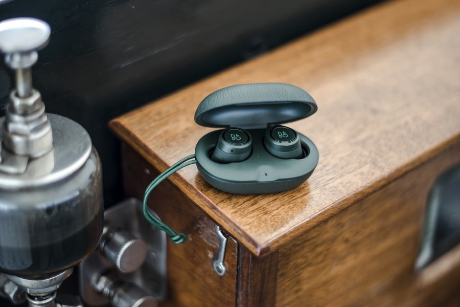 new bang and olufsen's beoplay e8 earbuds