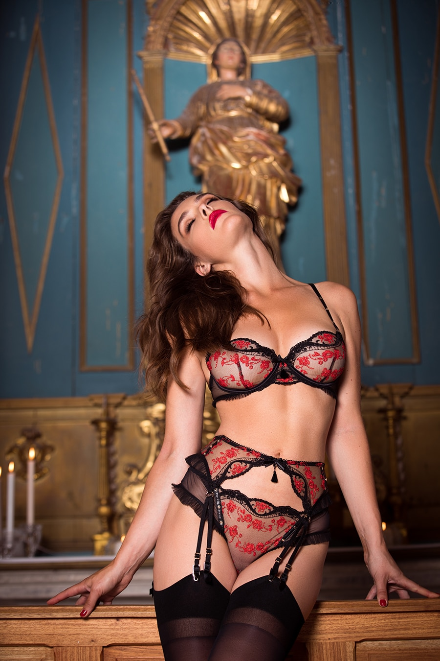 honey birdette women standing beside statue