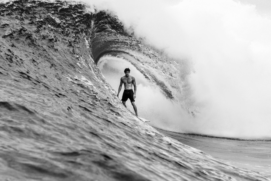 quiksilver highline men on the surfboard
