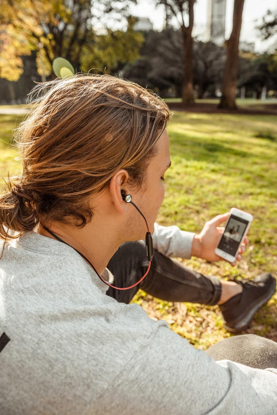 momentum free headphone user