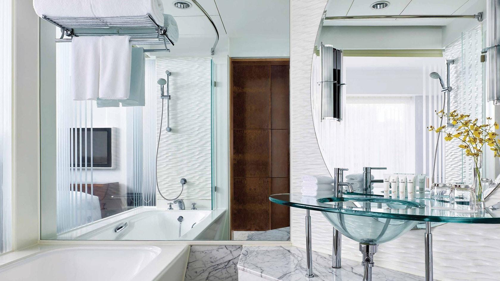 cordis club lounge hong kong hotel bathtub