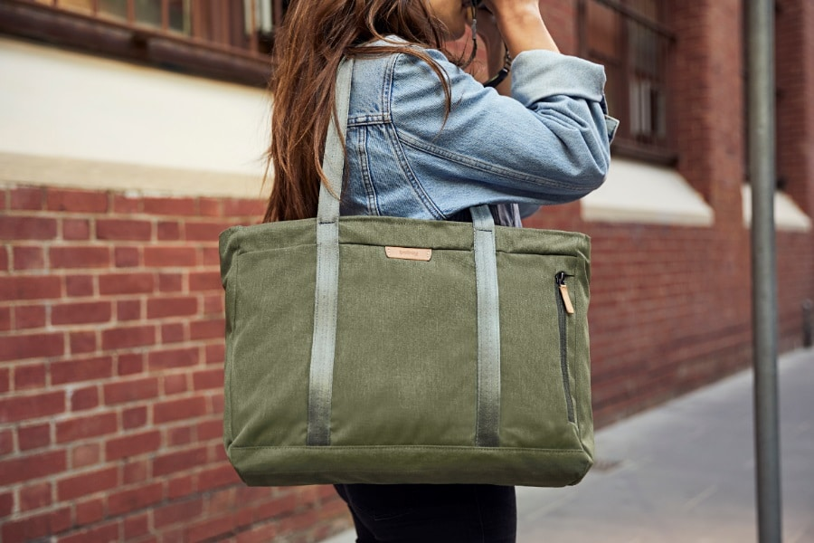 bellroy classic tote bag in shoulder