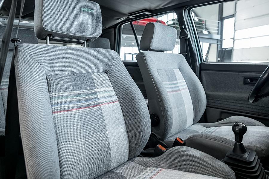 volkswagen golf syncro seats