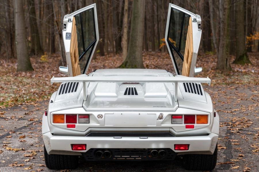 lamborghini countach back view