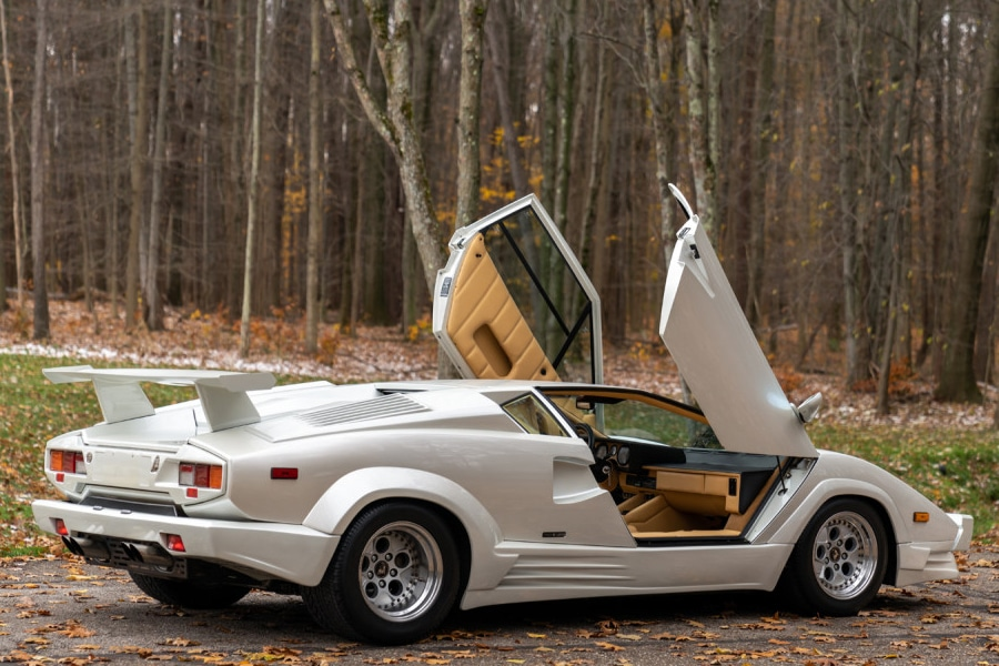 open door lamborghini countach