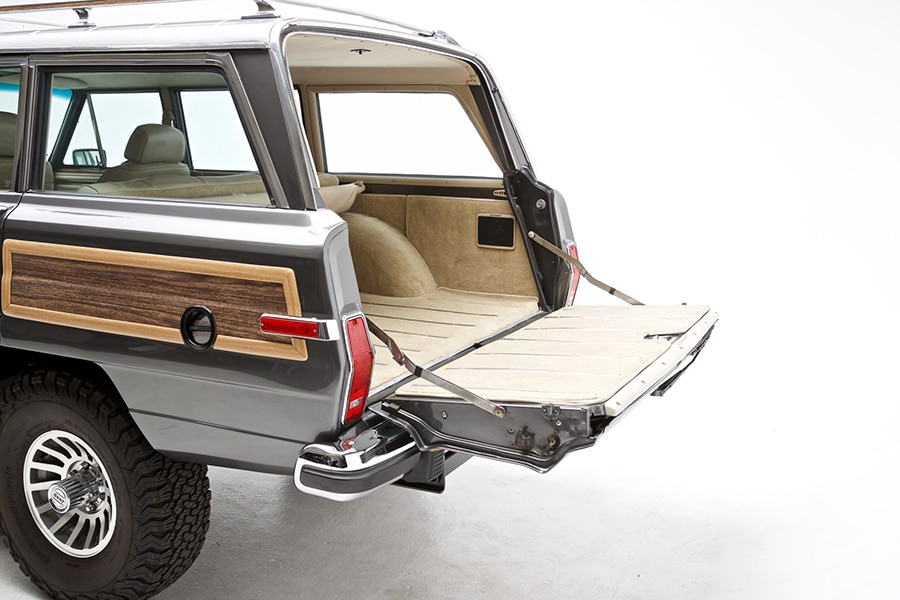 open view back compartment jeep